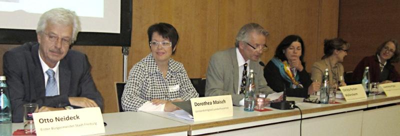 Zukunftswerkstatt in Freiburg mit Bürgermeister Otto Neideck und Moderator Stefan Hupka (Badische Zeitung)
