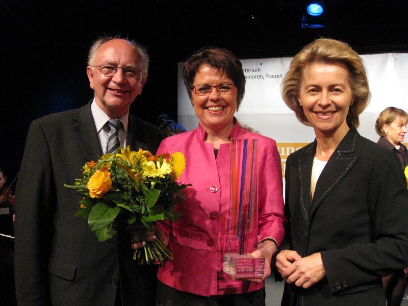 Helene-Weber-Preis 2009 mit Peter Götz, MdB, und Arbeitsministerin Ursula von der Leyen, MdB