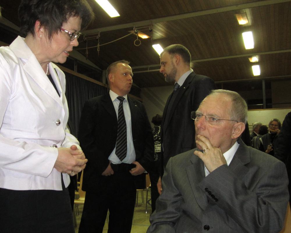 Dorothea Maisch im Gespräch mit Finanzminister Dr. Wolfgang Schäuble MdB beim Neujahrsempfang des CDU Kreisverbands Rastatt