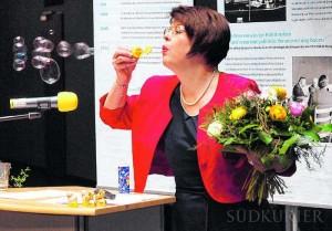 Dorothea Maisch erklärt die Symbolik von Seifenblasen